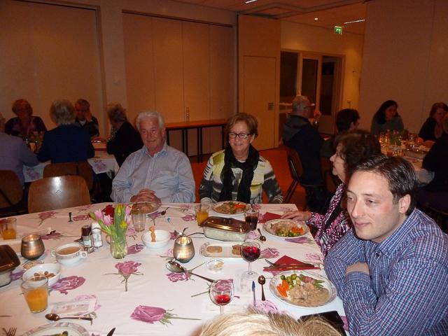 Gasten aan tafel