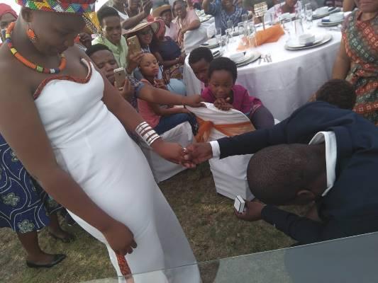 Sibusiso bied ring aan