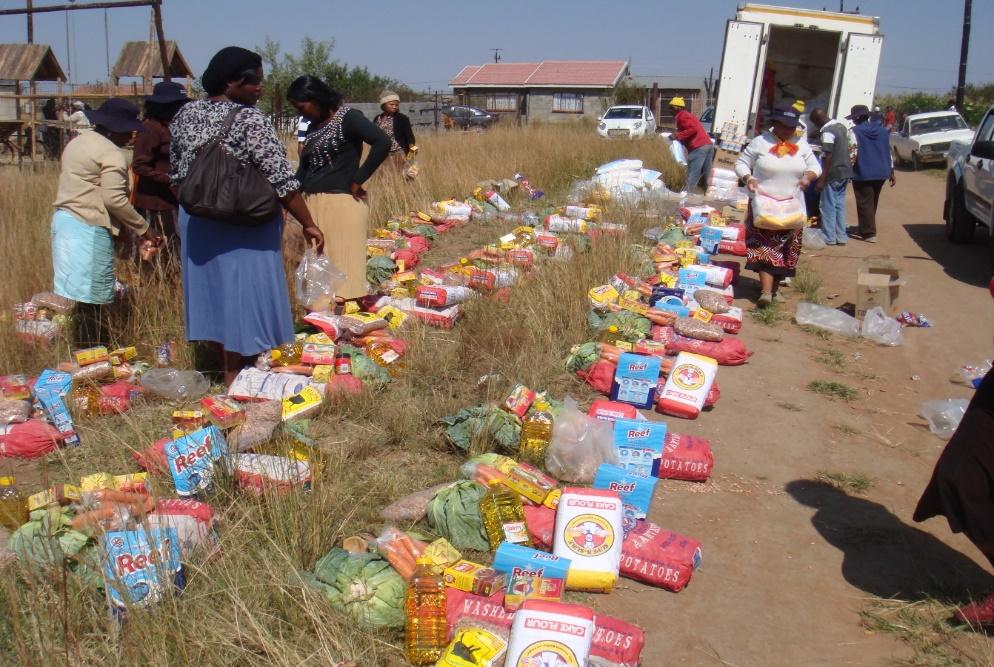voedselpakketten uitdelen